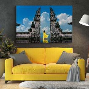 quadro mulher de vestido amarelo